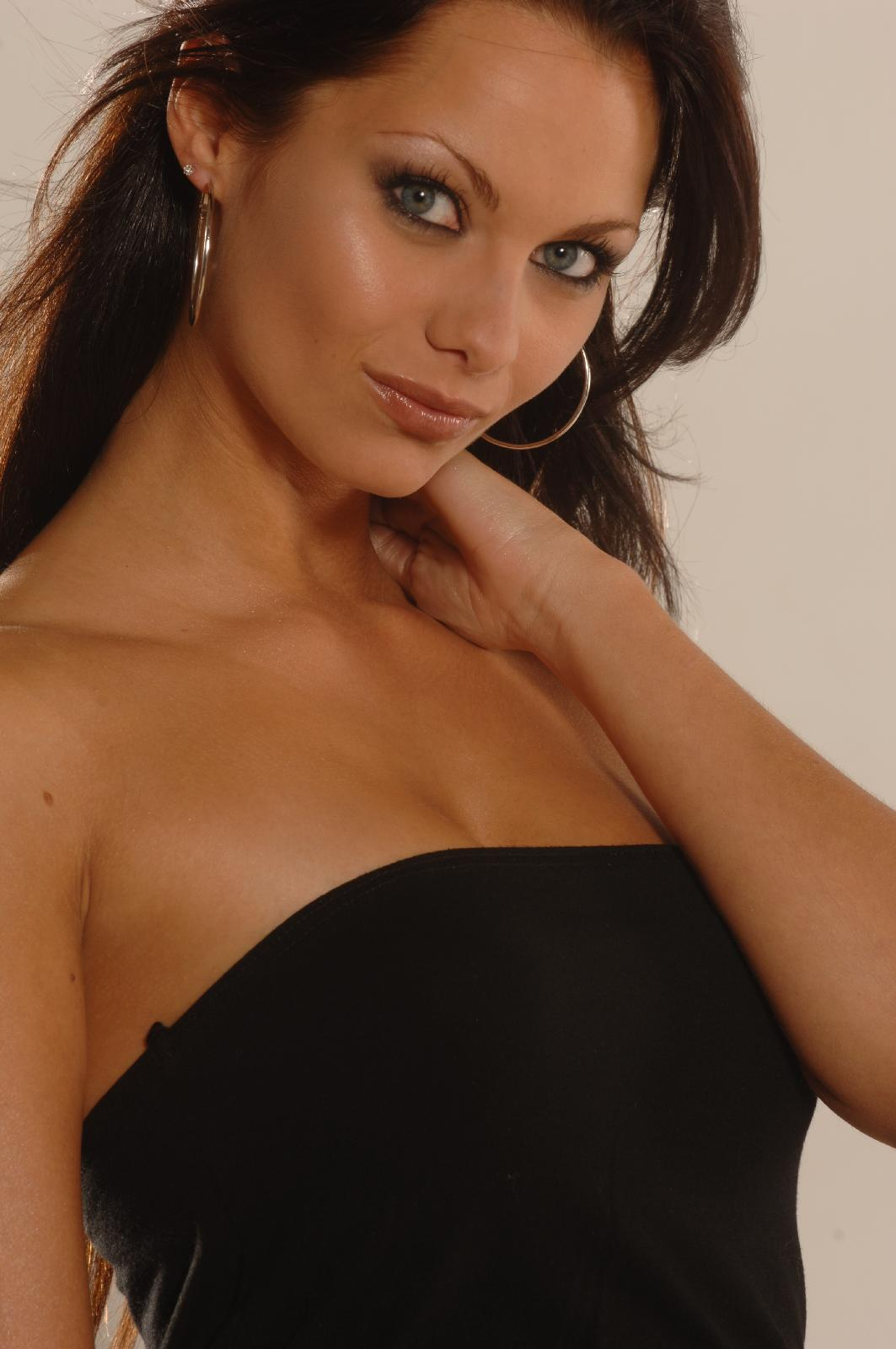Jessica Jane Clement - Photo Set