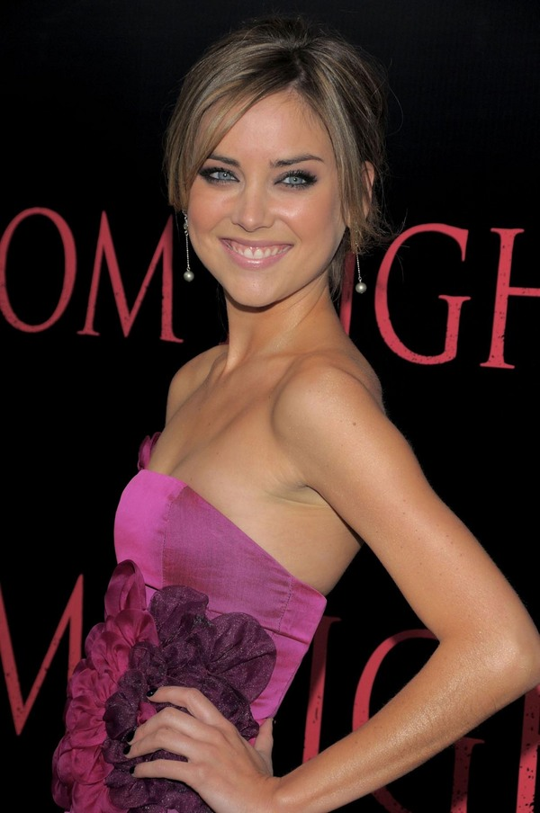 Jessica Stroup - HD Wallpapers